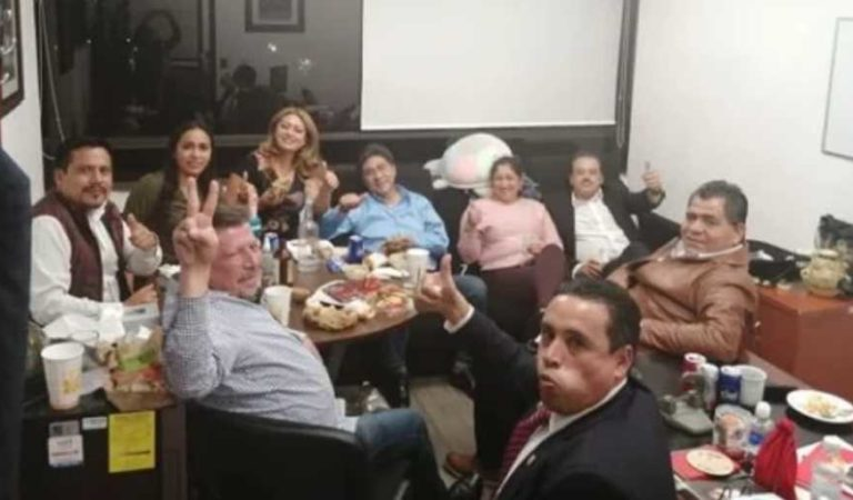 Diputados de PT y Morena rompen sana distancia y conviven en Palacio Legislativo de San Lázaro