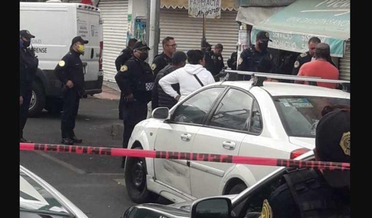 Empleado de farmacia mata a presunto extorsionador en CDMX; cómplice herida