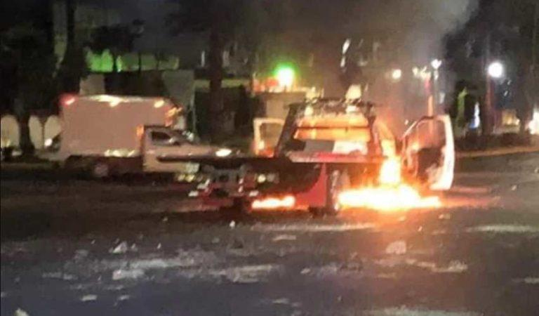 Enfrentamiento entre choferes en Atizapán causa incendio de cinco vehículos