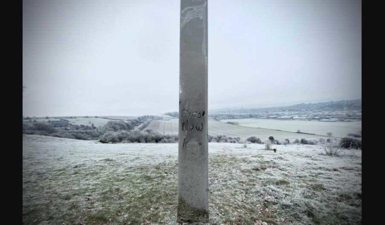 Aparece nuevo monolito metálico en el Reino Unido ene Año Nuevo 2021