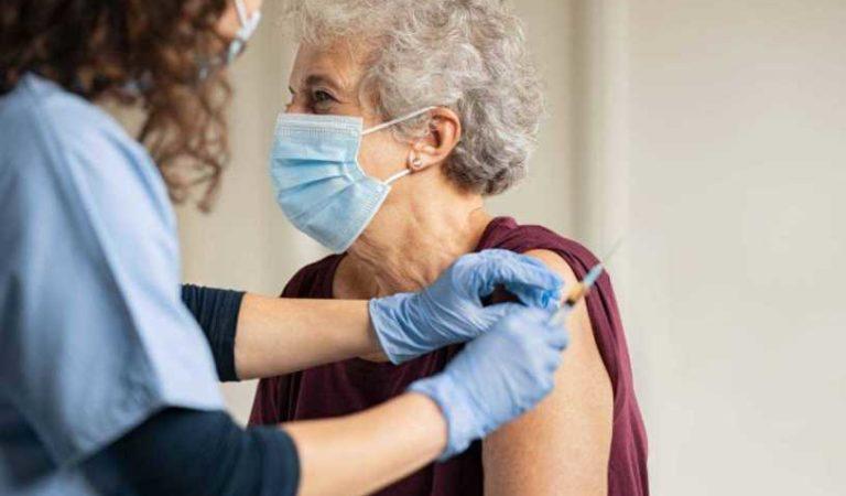 OMS alerta: personas vacunadas contra COVID-19 pueden seguir contagiando