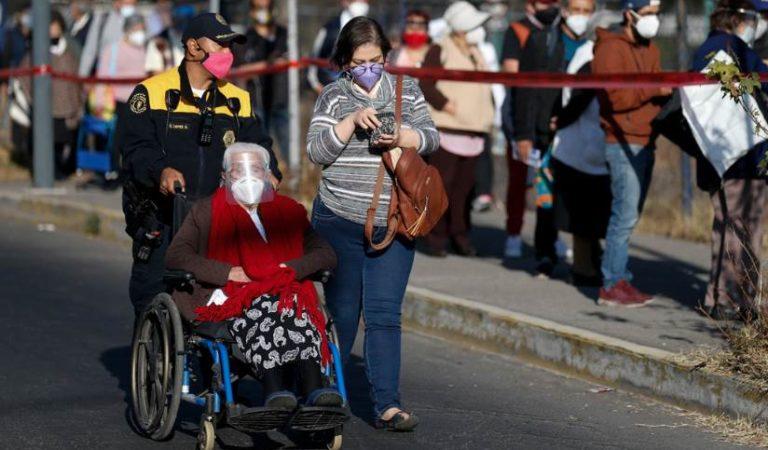 Mexicanos felices tras recibir vacuna rusa Sputnik V | VIDEO