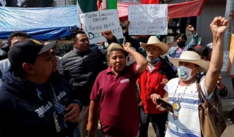 Simpatizantes de AMLO protestan y exigen la renuncia de Lorenzo Córdova