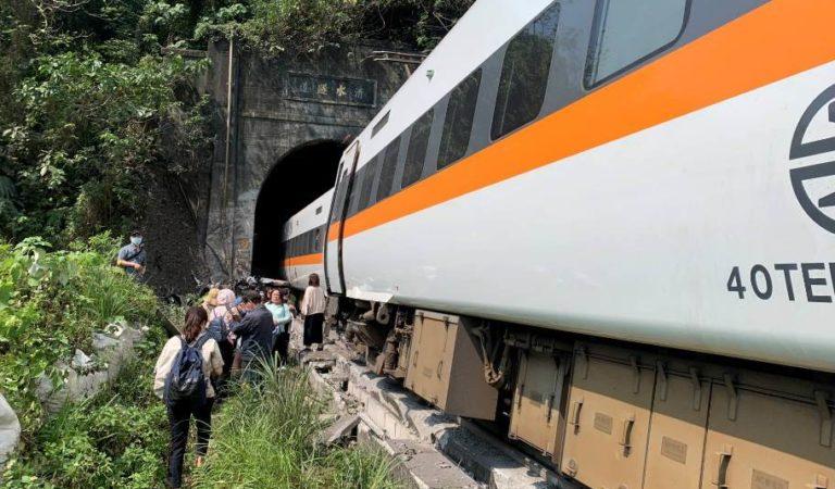 Taiwán: se descarrila tren y deja al menos 48 muertos