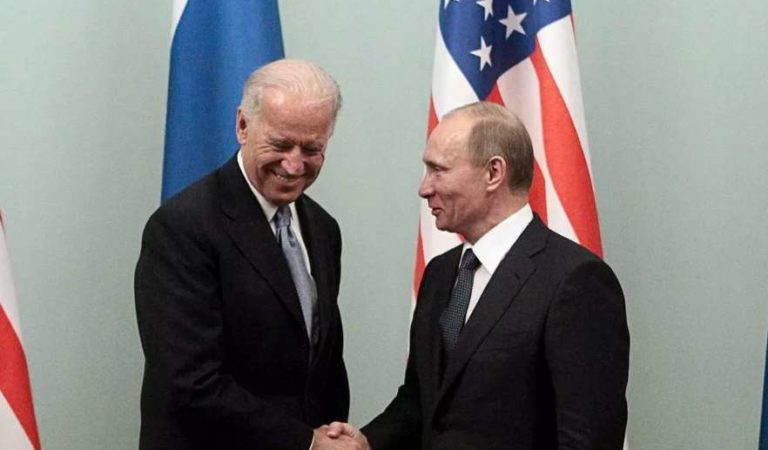 Biden 'entrena' intensamente para resistir  las tácticas de Putin con asesores y aliados
