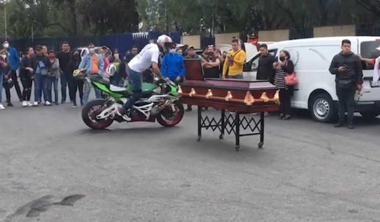 Al rugir de motos, despiden a joven sicario muerto durante ataque a empresario en el AICM